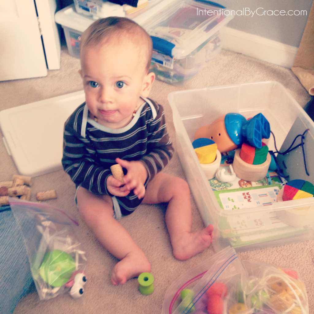What you need to know to create your own busy boxes fro babies and toddlers! | IntentionalByGrace.com