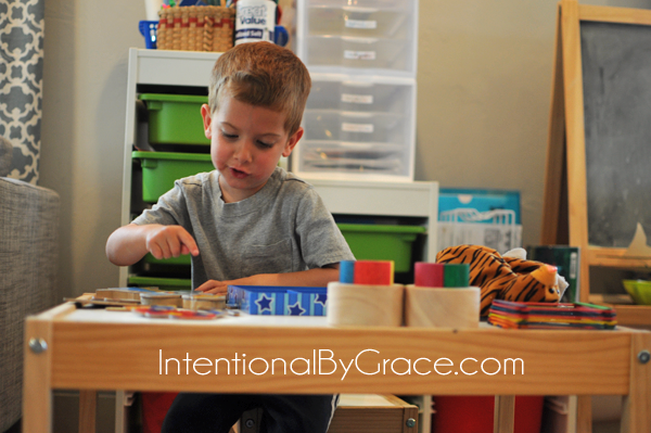 Lots of busy box ideas for toddlers and babies! | IntentionalByGrace.com