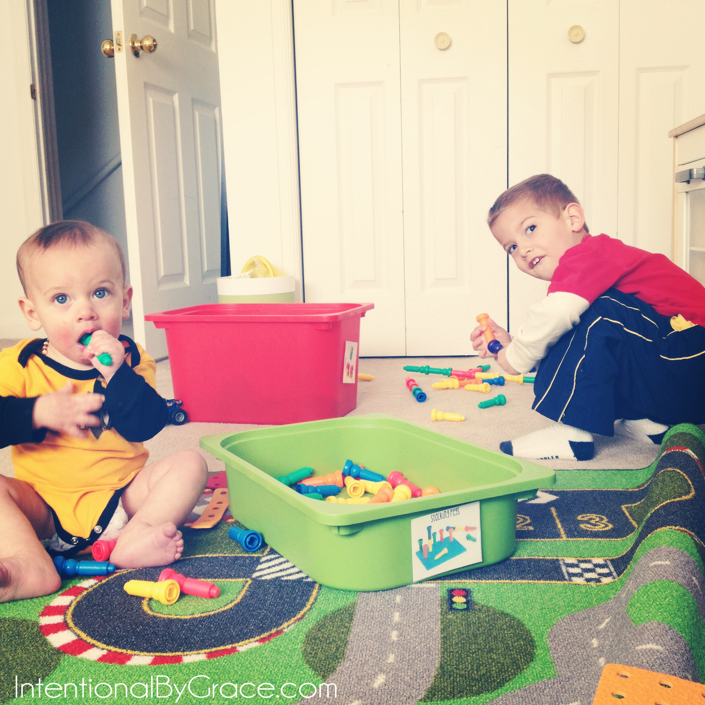 What you need to know about busy boxes for kids! | IntentionalByGrace.com