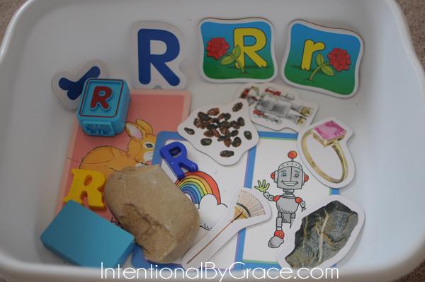 letter r sensory bin