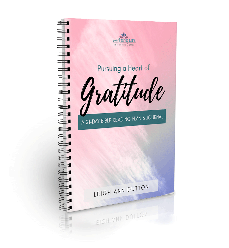 A 21-Day Bible Reading Plan and Journal to turn your heart to thanksgiving and prepare you to pursue a heart of gratitude. | IntentionalByGrace.com