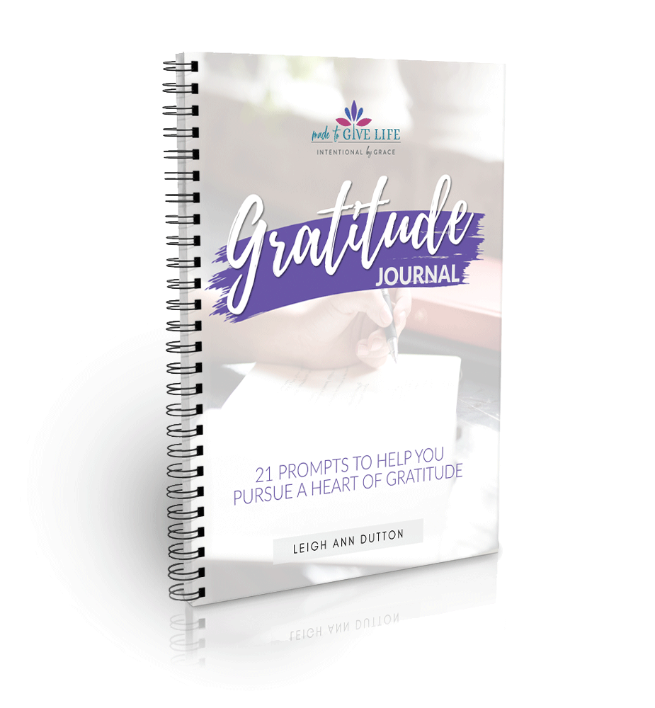 Gratitude Journal: 21 prompts based on the word of God to jump-start your gratitude goals.