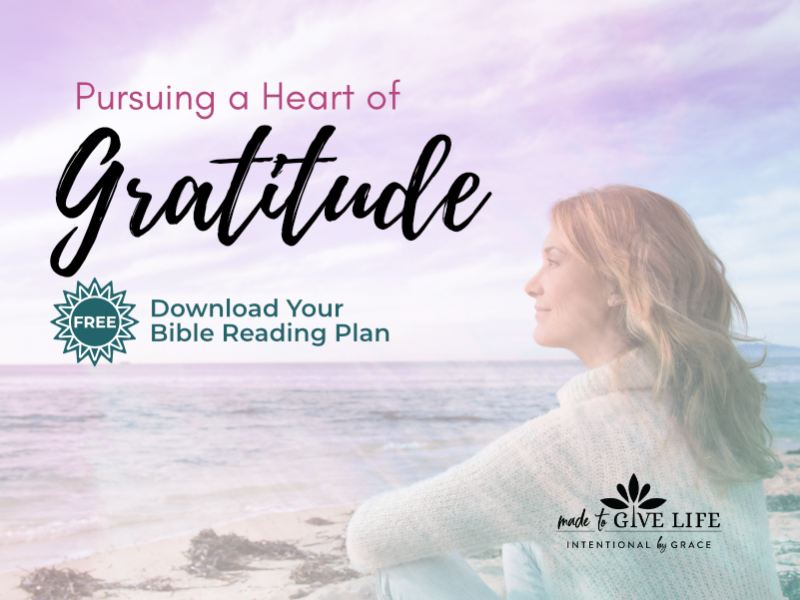 Is your heart overflowing with gratitude? Here is a 21-Day Bible Reading Plan to turn your heart to thanksgiving and prepare you to pursue a heart of gratitude. | IntentionalByGrace.com