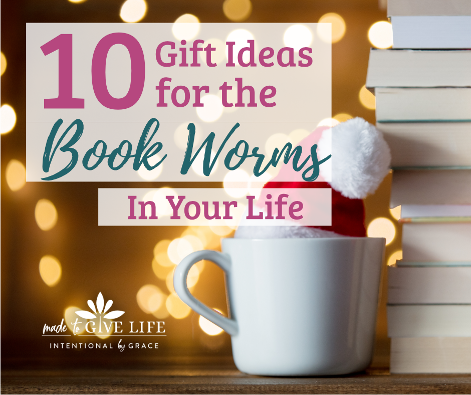 Great Christmas Gift Ideas for the Book Worms in You Life! | IntentionalByGrace.com